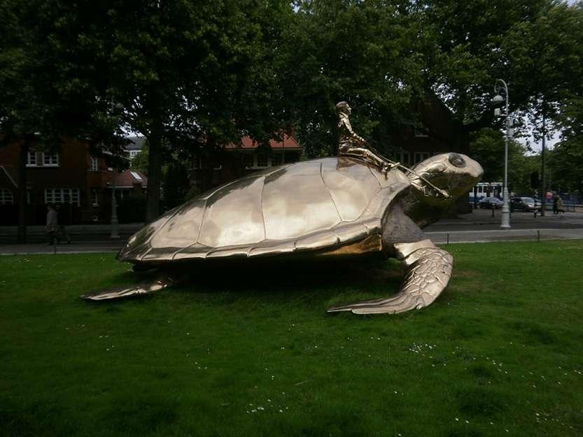 Памятник В поисках утопии в Амстердаме