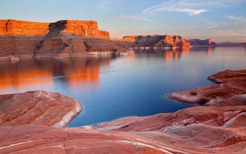 USA; Utah; Lake Powell; Weathering Pit Ridge; Padre Bay