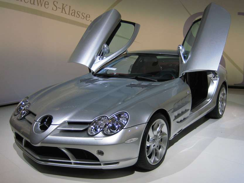 Mercedes-Benz_SLR_McLaren_2_cropped