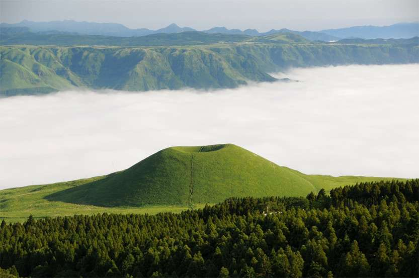 sea-of-clouds-kumamoto-japan