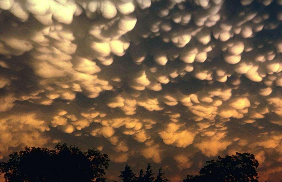 Mammatus clouds wallpaper