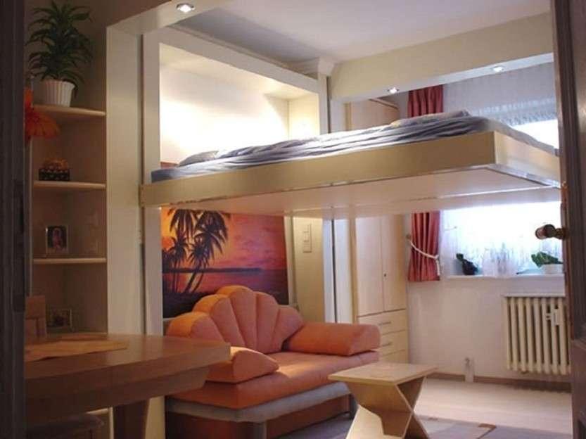 Кровать на потолке?