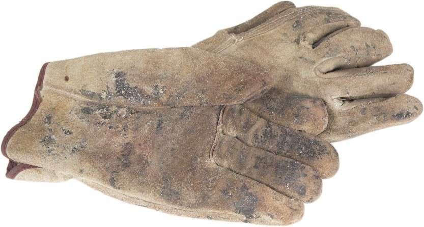 16276236-dirty-gloves