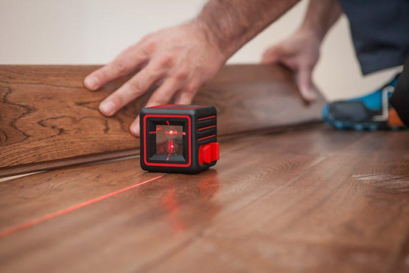 Существует ли разница между лазерным нивелиром и уровнем?
