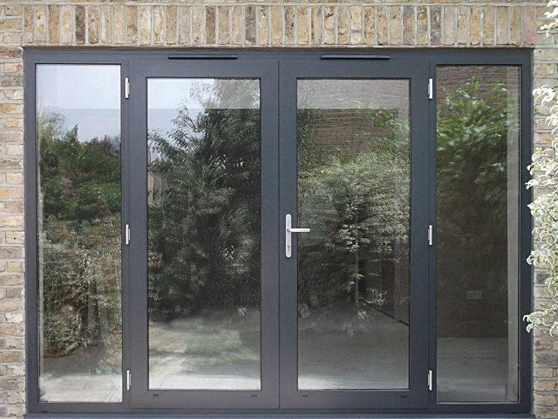 Особенности алюминиевых дверей