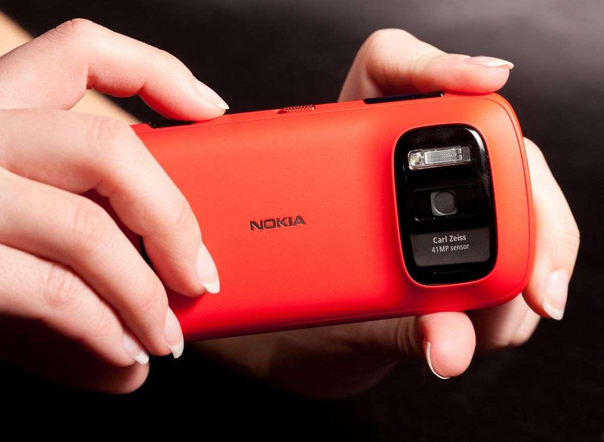У какого телефона самая мощная камера?