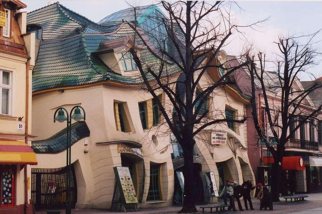 Польский Кривой дом