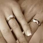 Почему обручальные кольца носят на безымянном пальце?